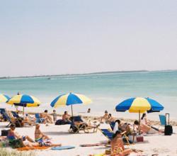 hoi-beachday-paulashowen